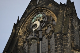 A light in front of Glasgow Cathedral